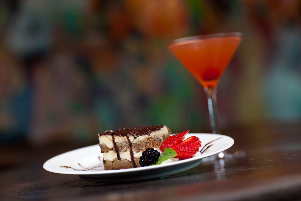 Cheese Cake dessert with cocktail