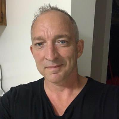 Elliot Schneider
